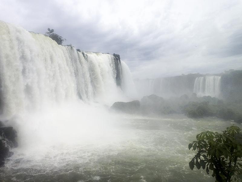 Iguazu falls brasilian side garganta do diablo