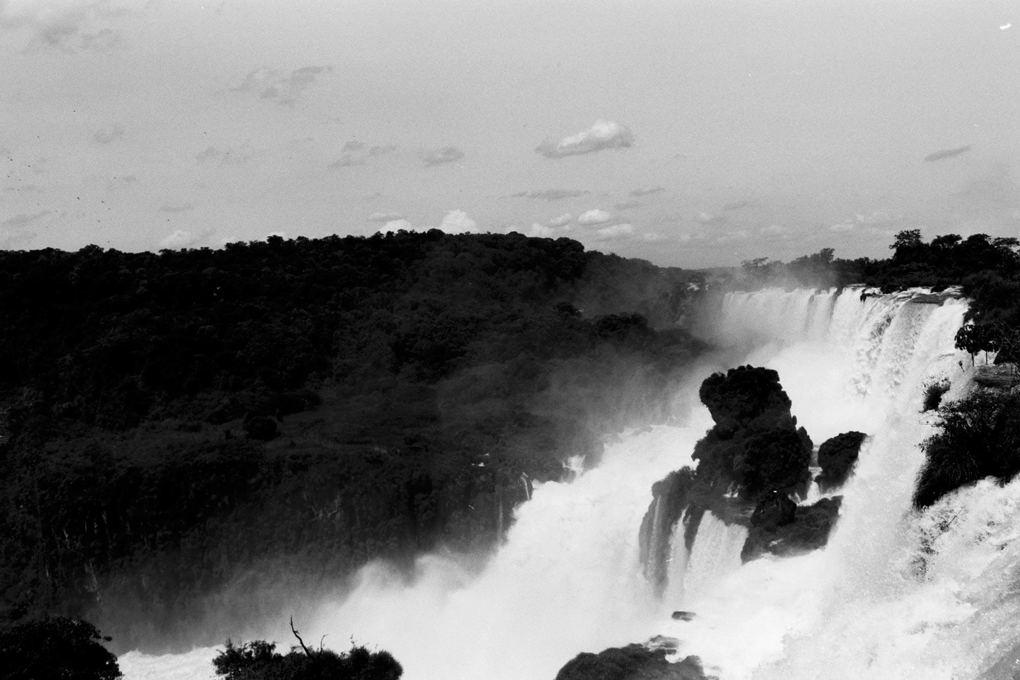 iguazu falls bw national park