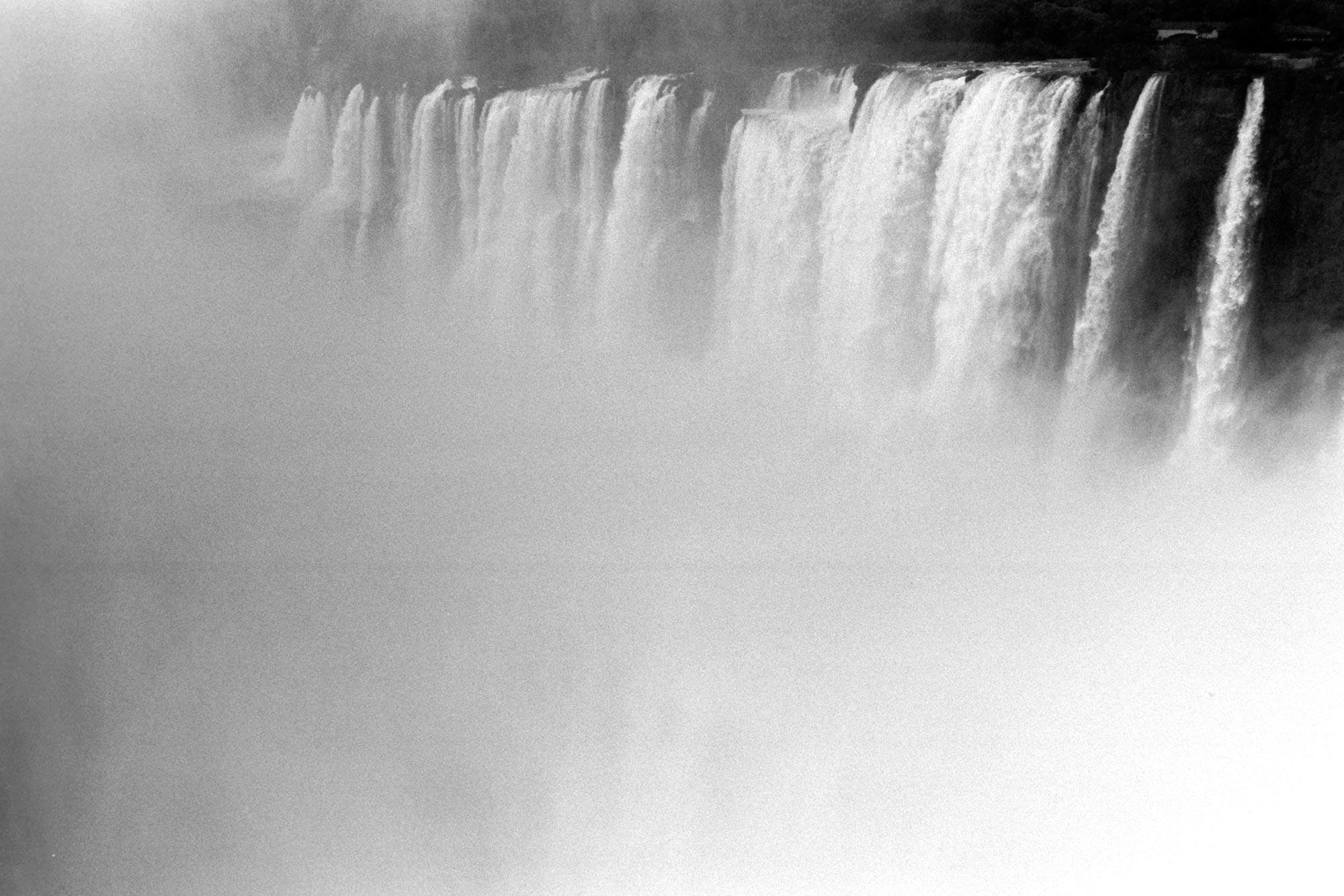 iguazu falls bw vapor garganta del diablo