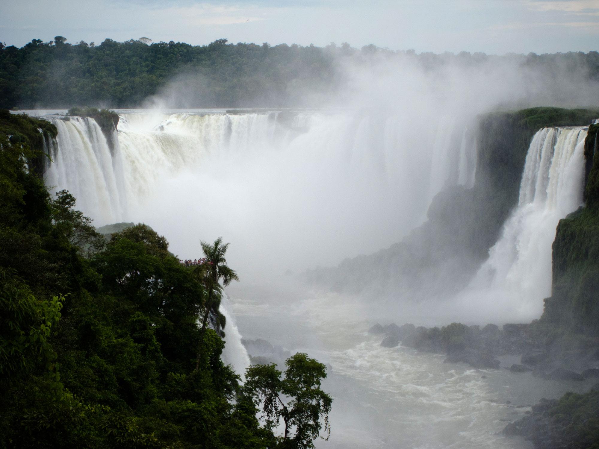 Iguazu falls garganta brasilian side
