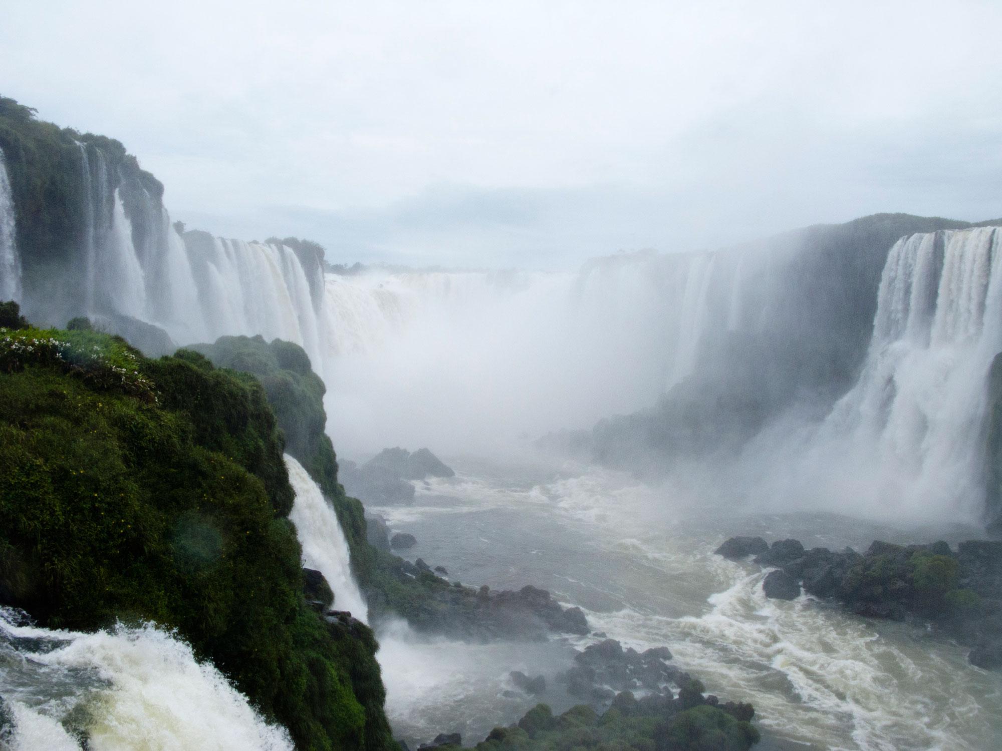 Iguazu falls garganta do diablo brasilian side top