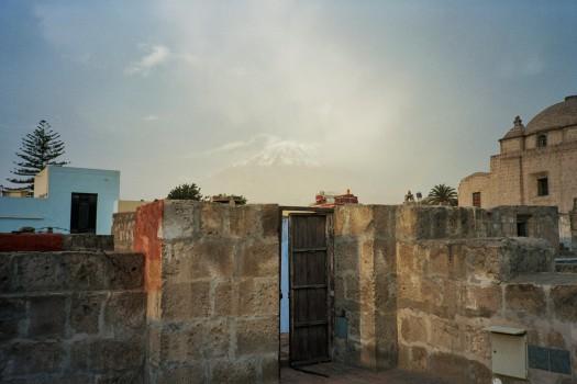Peru Arequipa Monasterio de Santa Catalina de Siena roof volcano