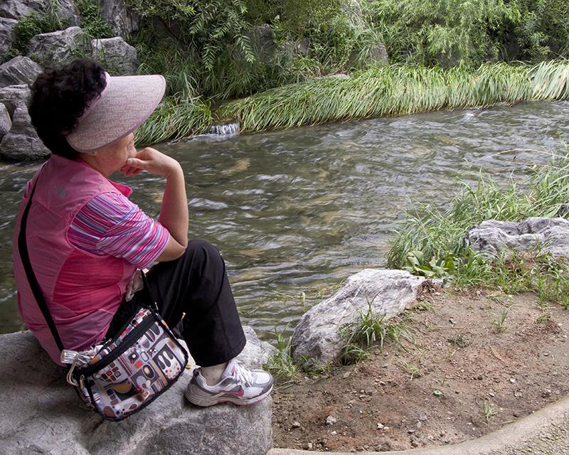 South Korea Seoul Cheonggyecheon woman meditating