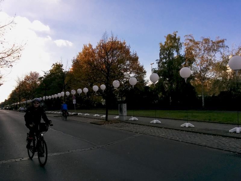 Berlin Lichtgrenze 2014 mauer fall bike
