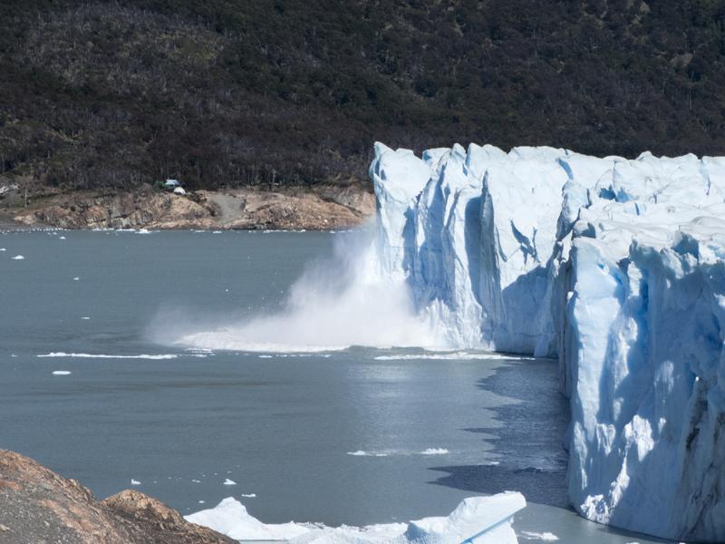 Argentina patagonia Calafate Perito Moreno falling ice