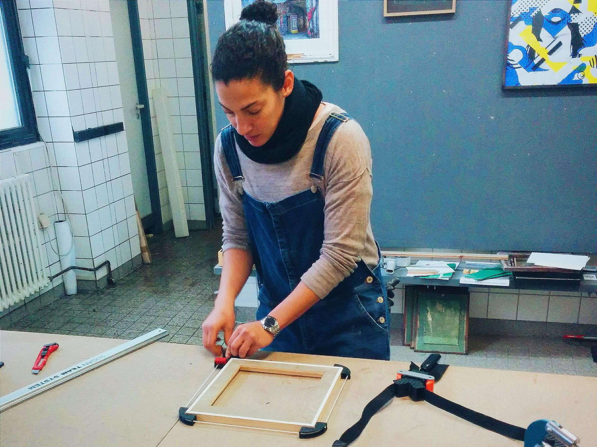Berlin Wedding Frameworks Claire assembling frame