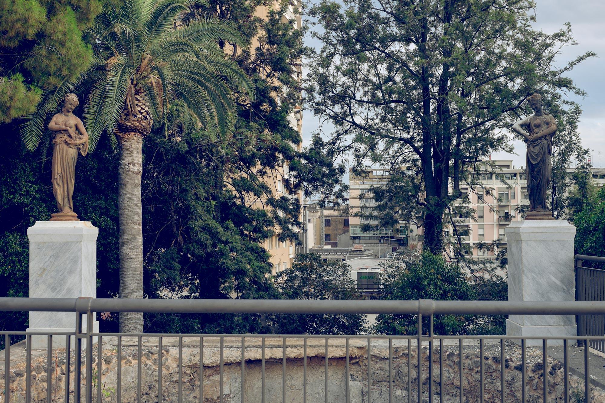 italy-sicilia-catania-giardino-bellini-statues