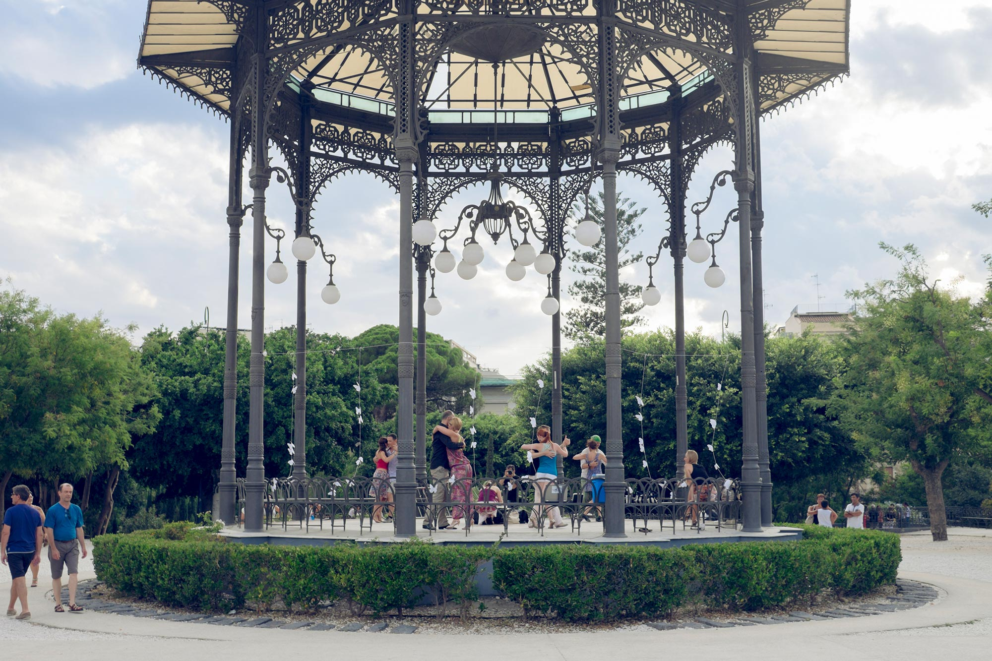 italy-sicilia-catania-giardino-bellini-tango-lesson