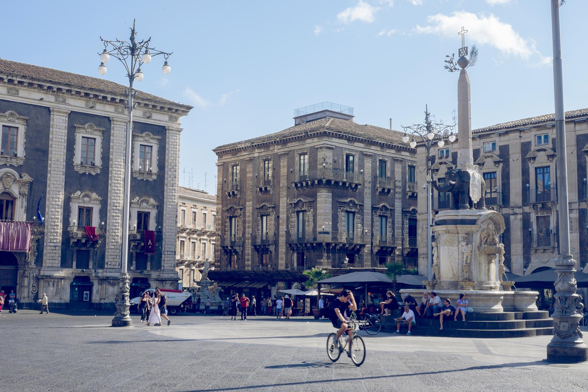 italy-sicilia-catania-piazza-duomo