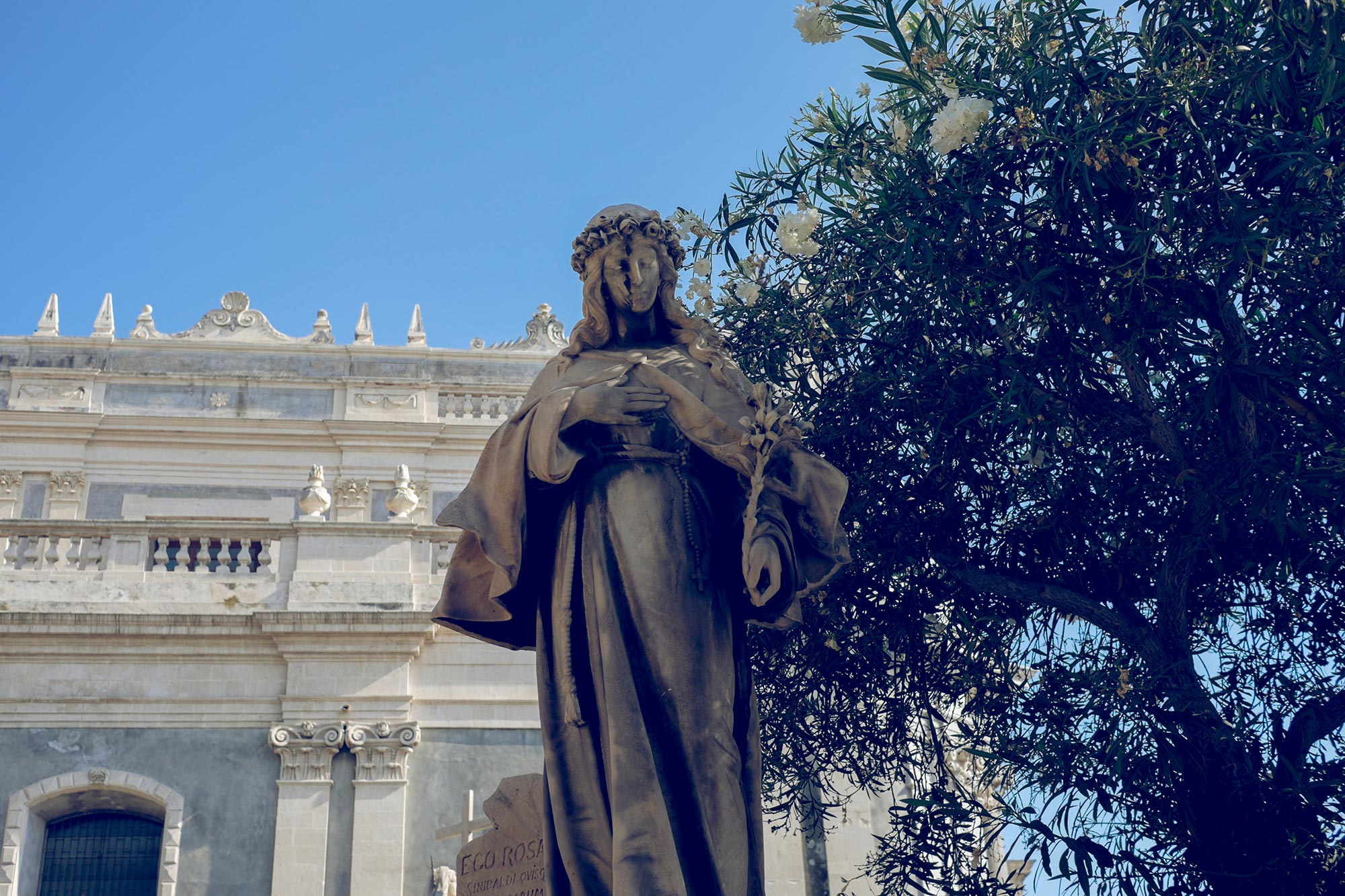 italy-sicilia-catania-statue
