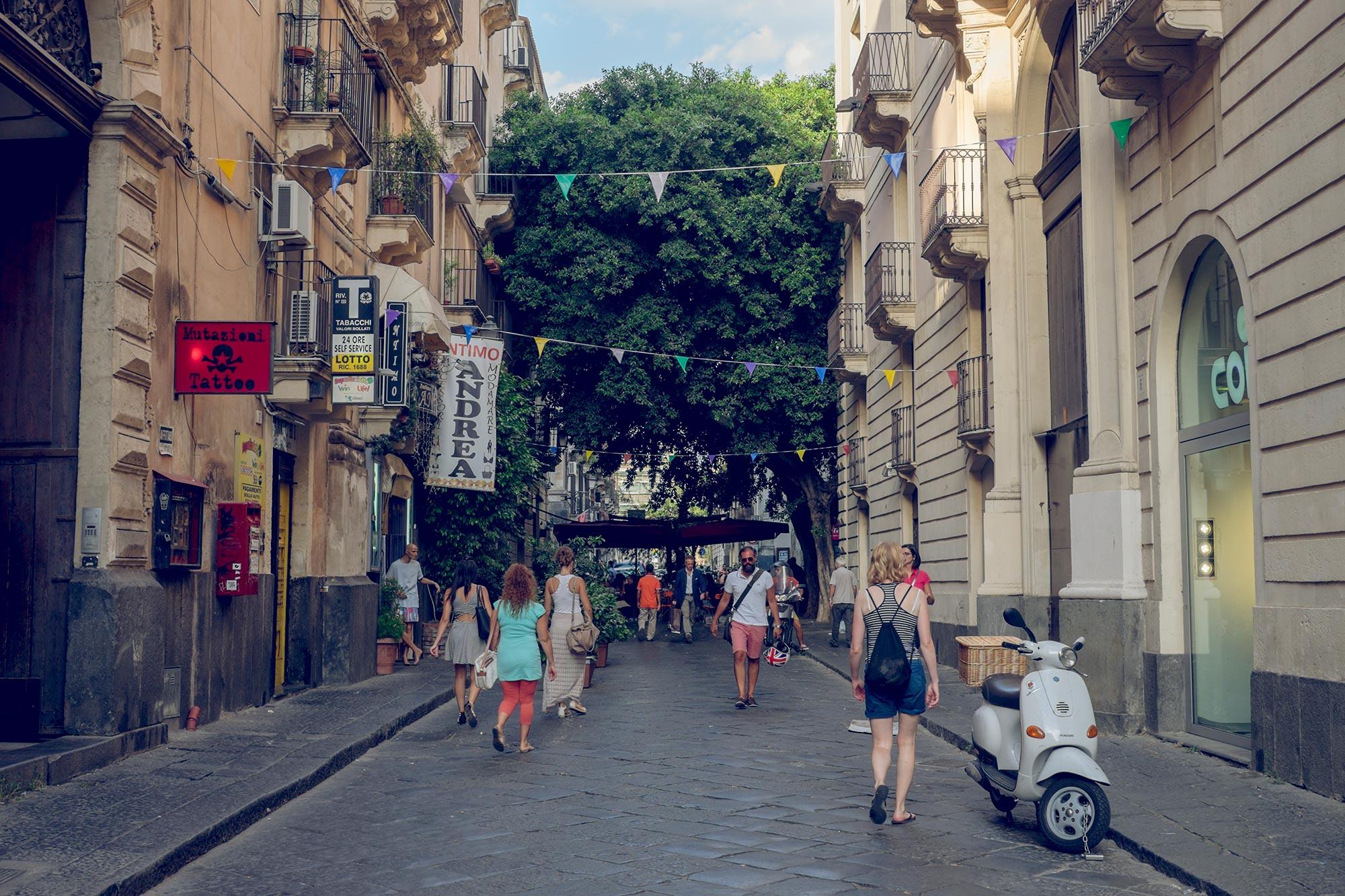 italy-sicilia-catania-street-tree-restaurant