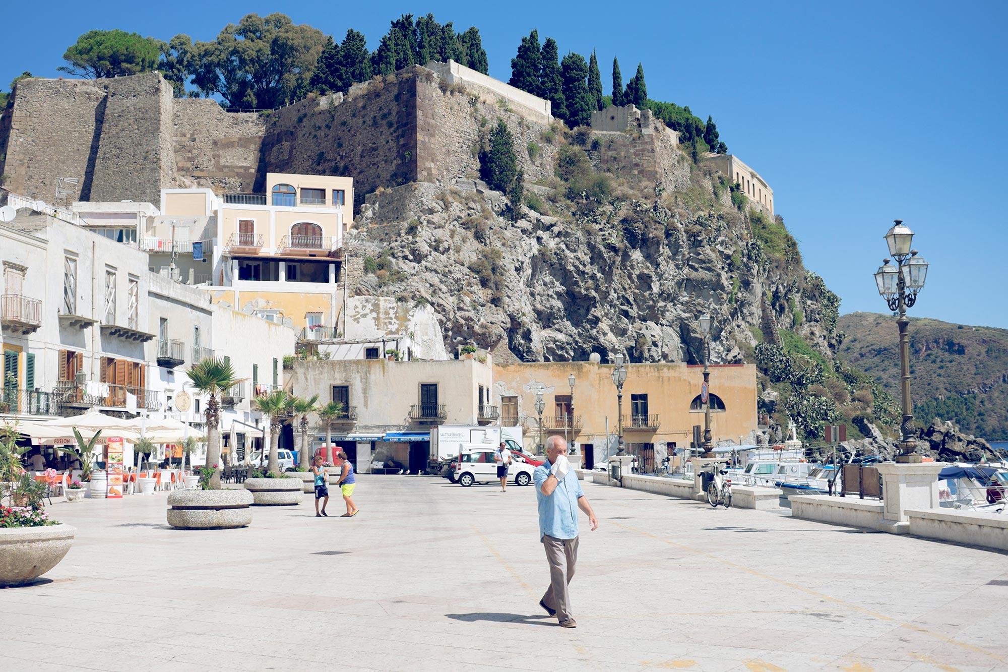 italy-sicilia-eolie-italy-sicilia-eolie-lipari-marina-corta-walls