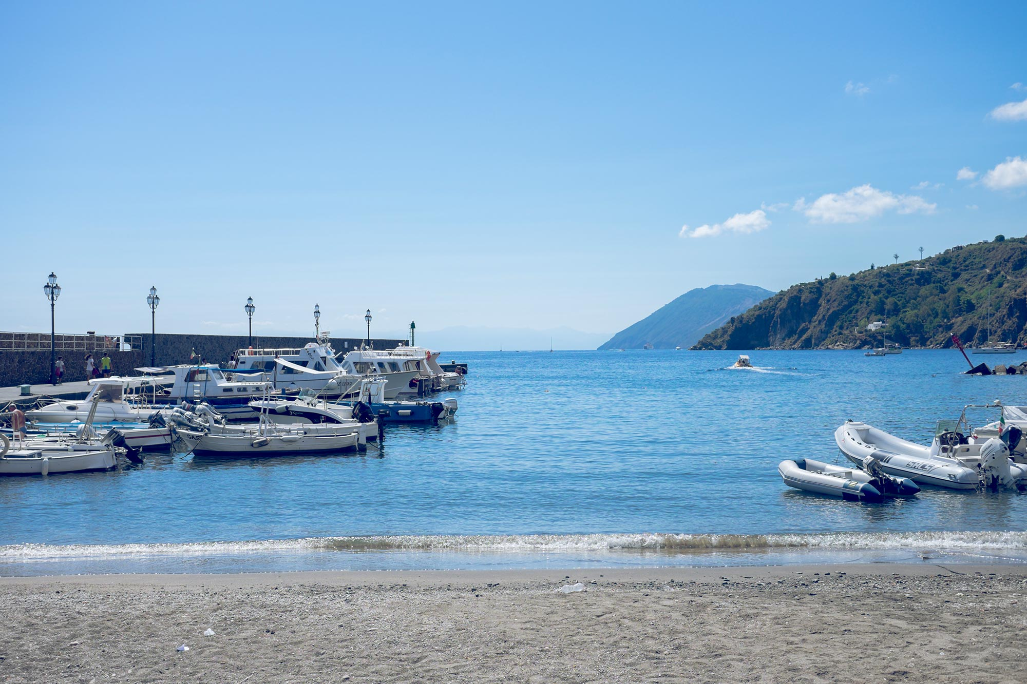italy-sicilia-eolie-italy-sicilia-eolie-lipari-marina-corta-boats