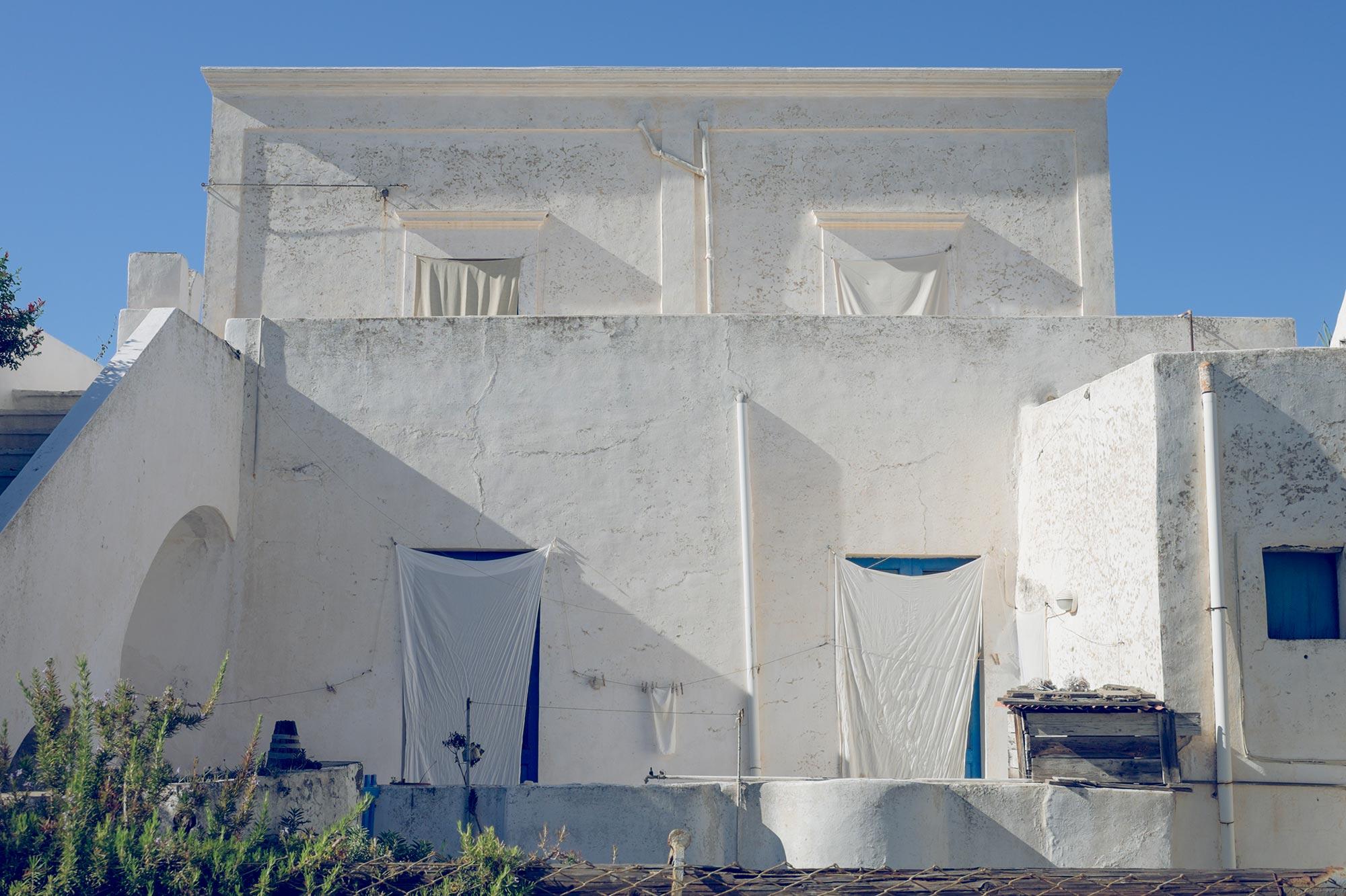 italy-sicilia-eolie-stromboli-house