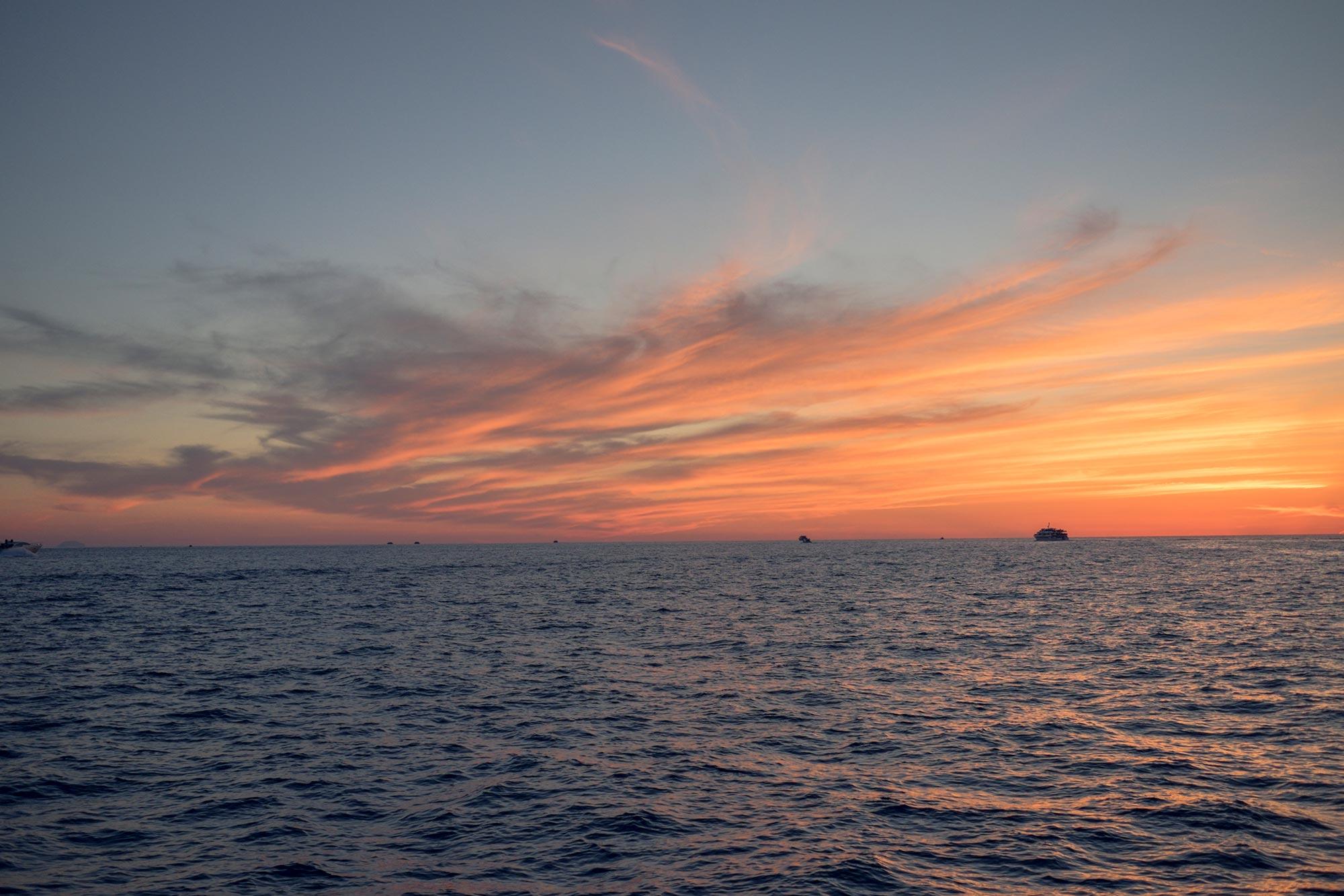italy-sicilia-eolie-stromboli-sunset-sea