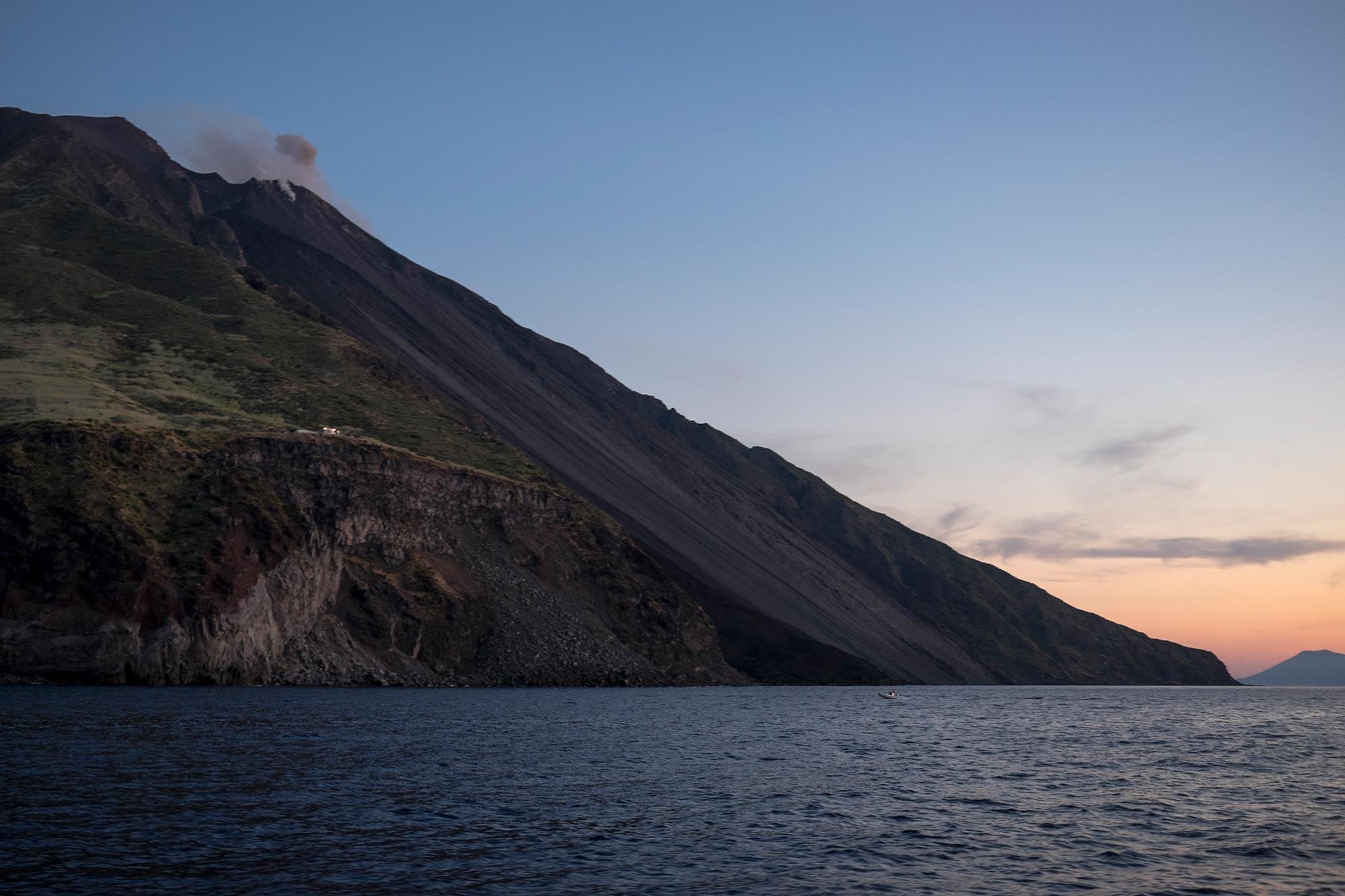 italy-sicilia-eolie-stromboli-sunset3