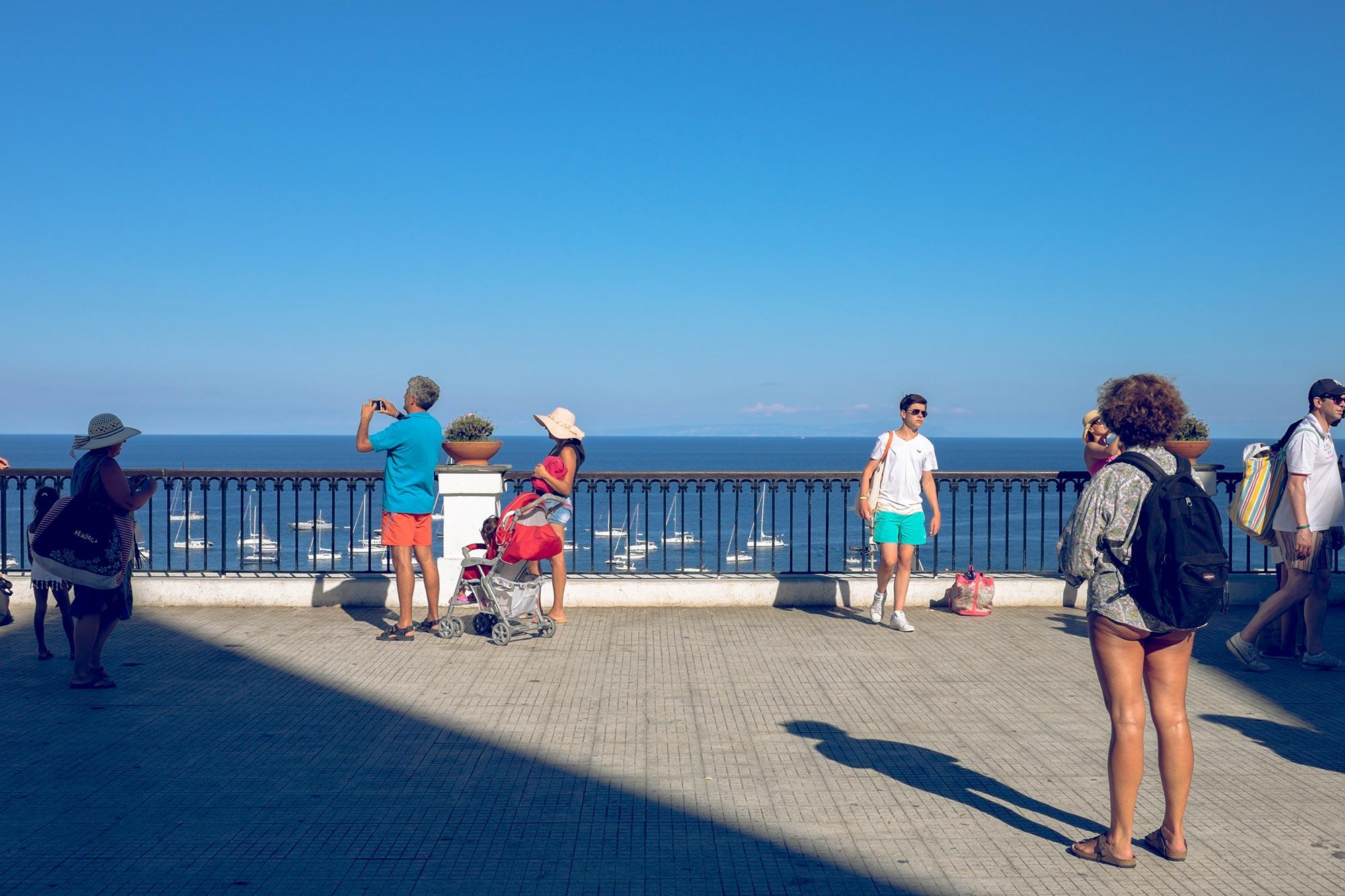 italy-sicilia-eolie-stromboli-terrace