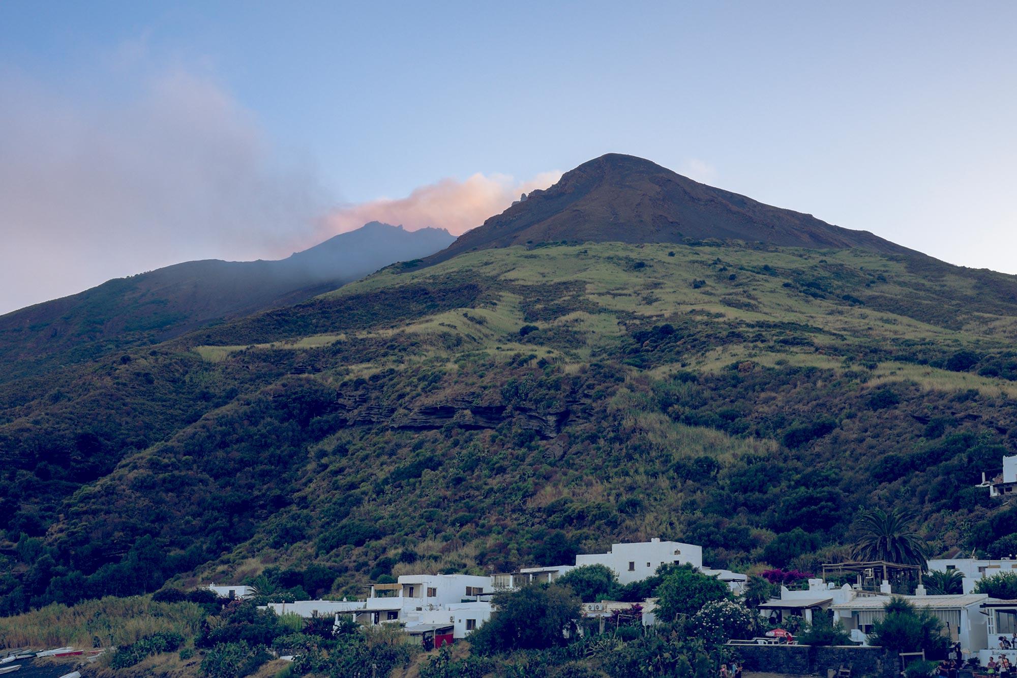 italy-sicilia-eolie-stromboli-volcano-ray1