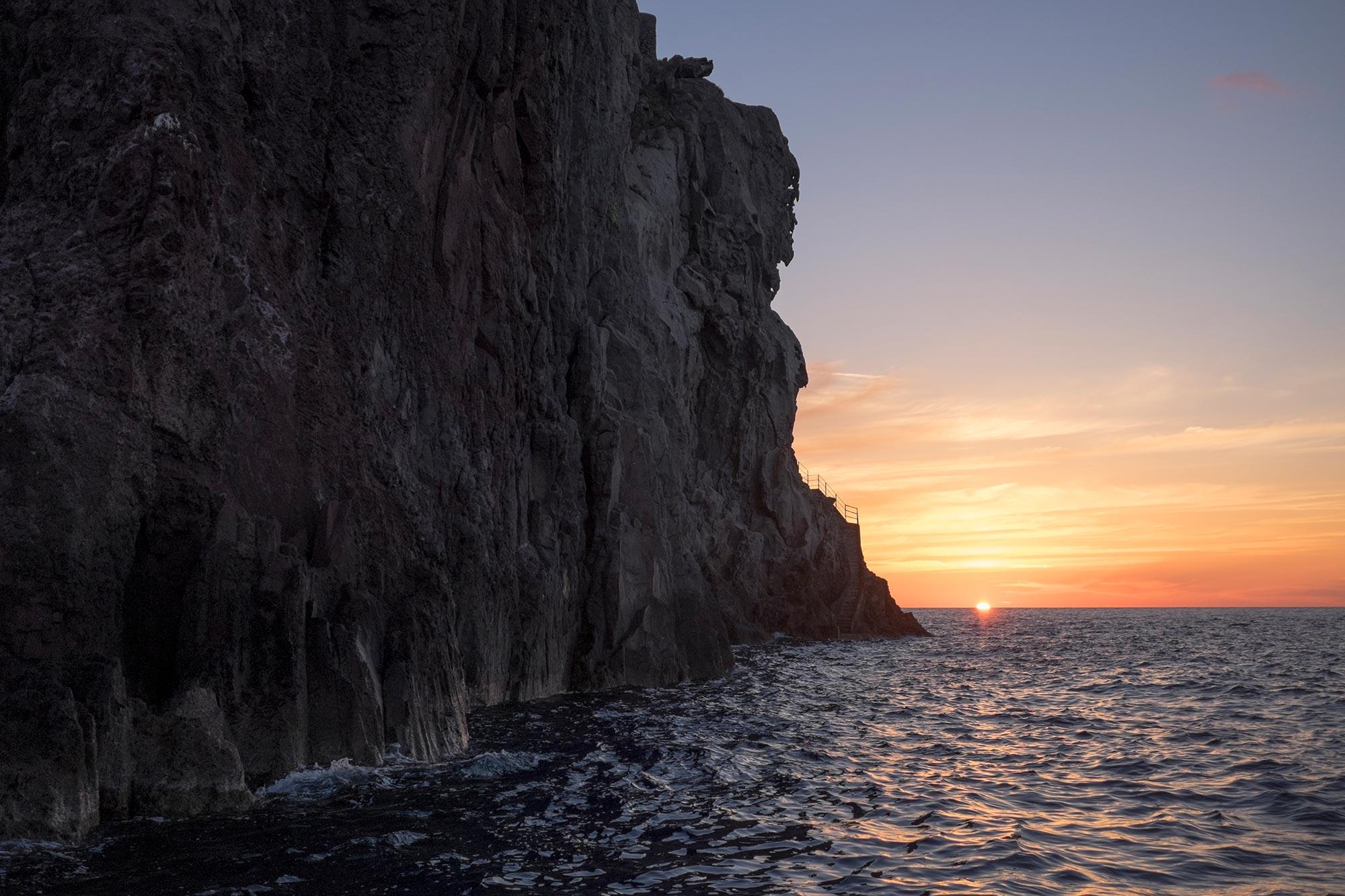 italy-sicilia-eolie-strombolicchio-sunset1