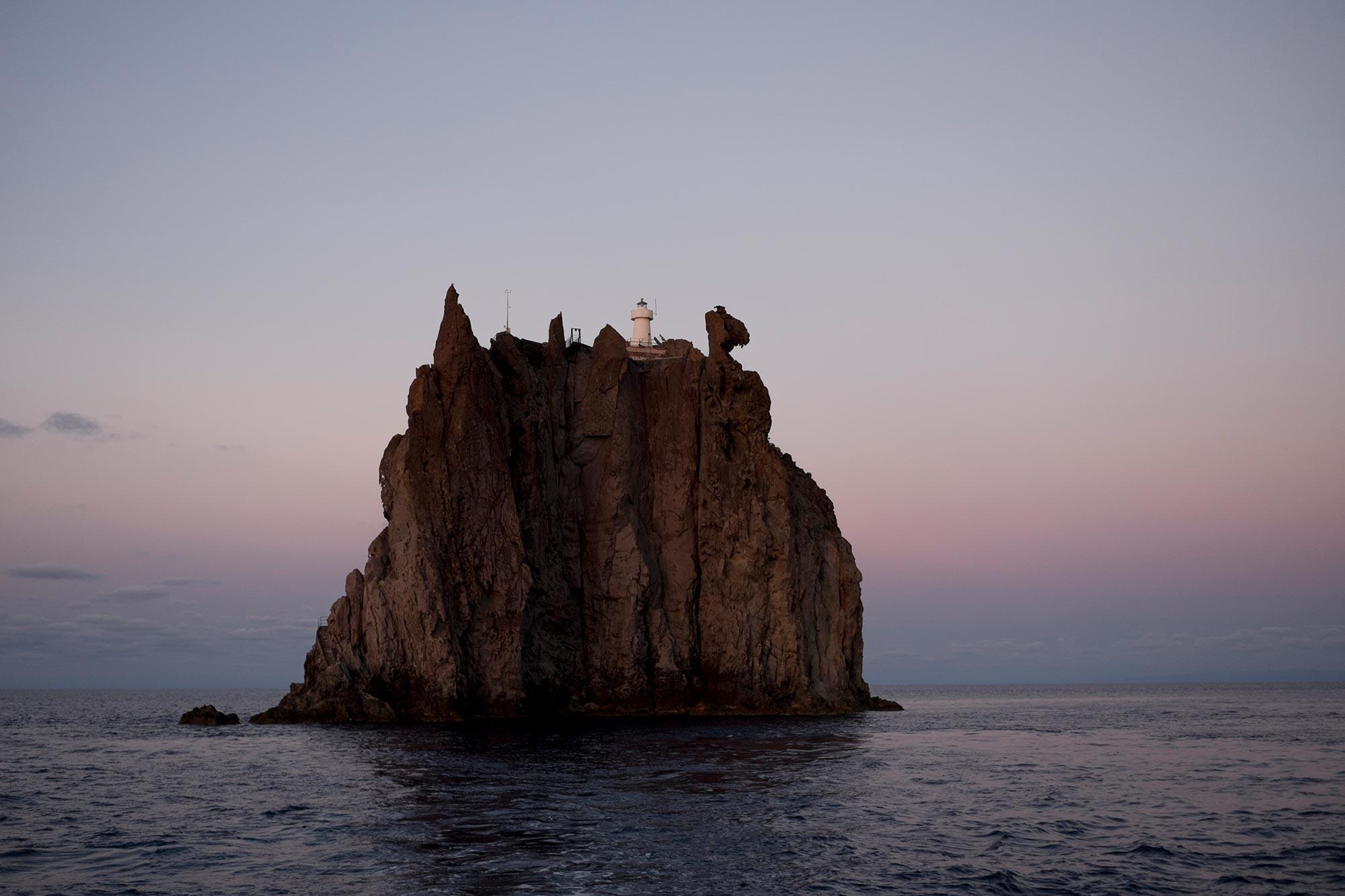 italy-sicilia-eolie-strombolicchio-sunset12