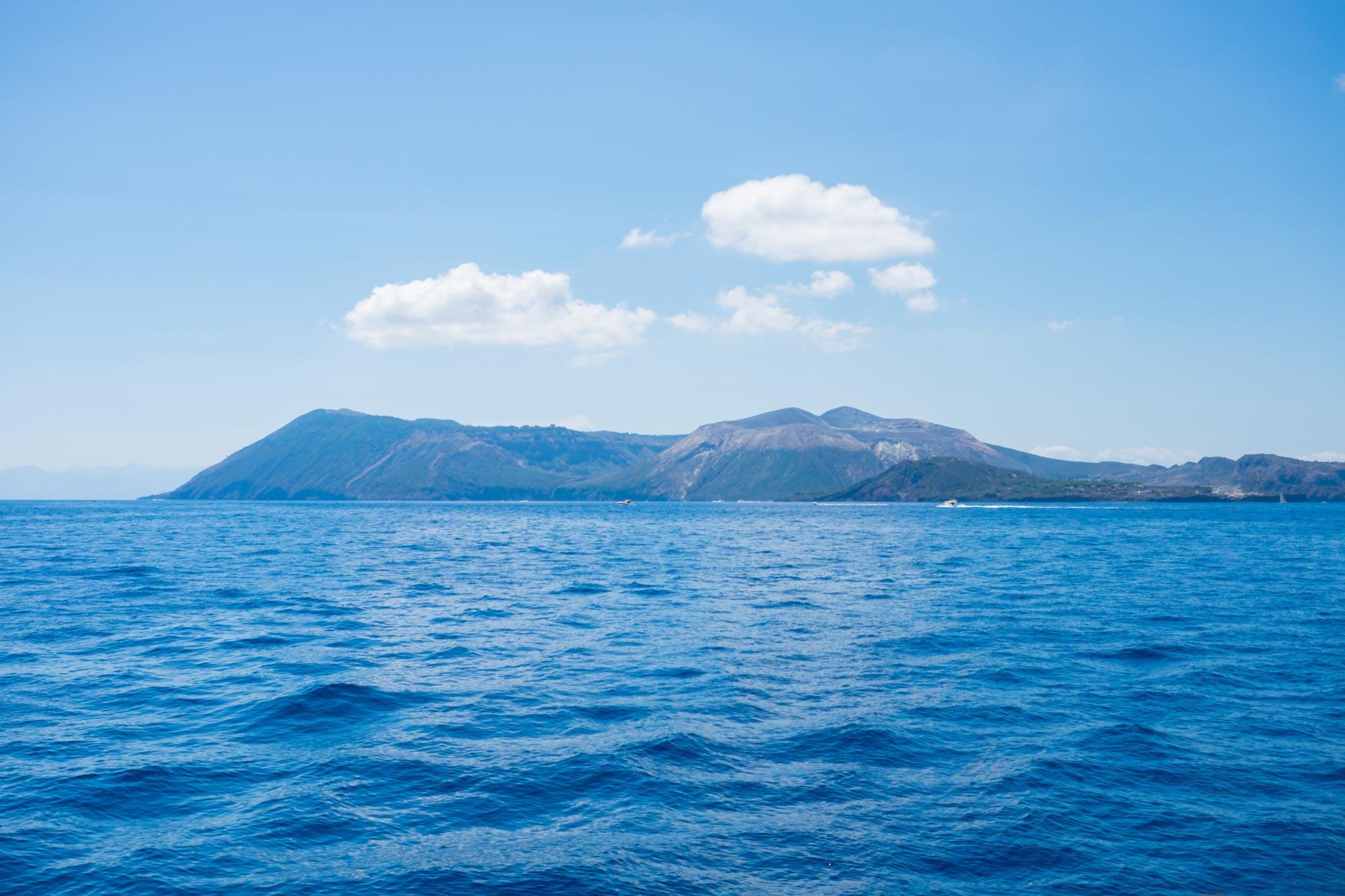 italy-sicilia-eolie-sea-volcano2