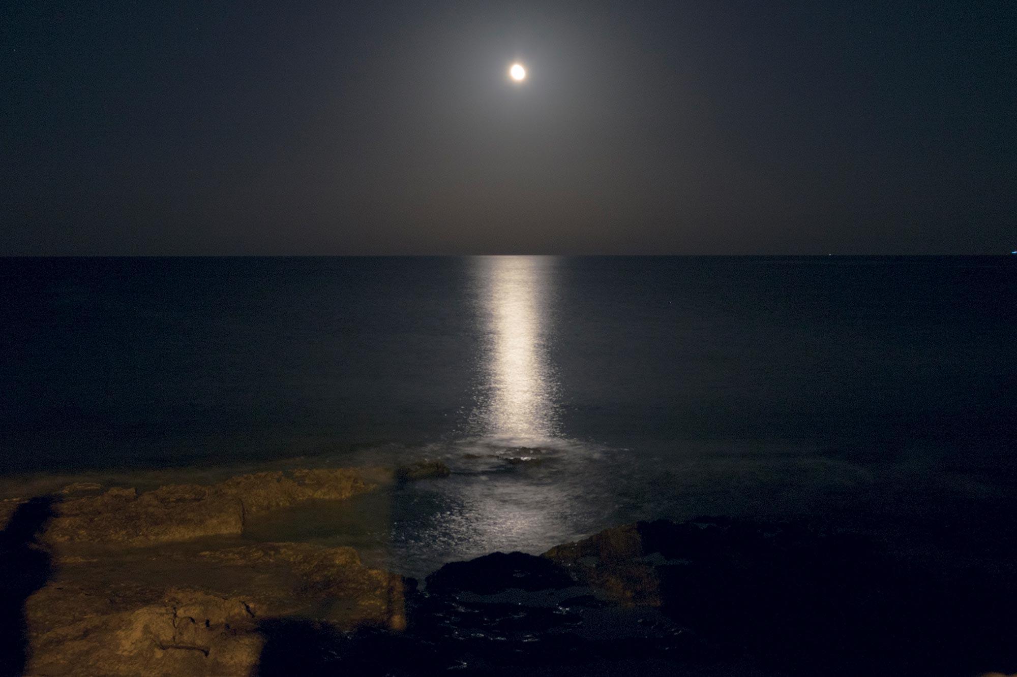 italy-sicilia-marzamemi-sea-moon