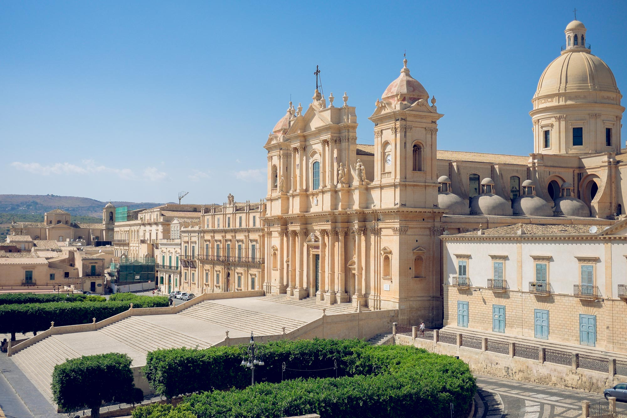 italy-sicilia-noto-chiesa-santa-chiara-view1
