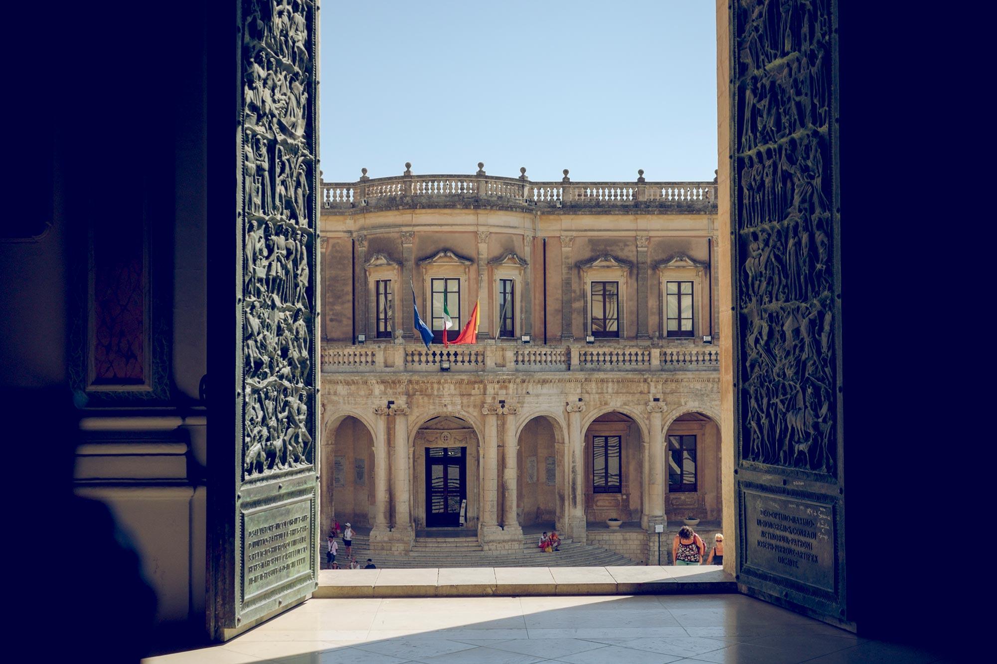 italy-sicilia-noto-palazzo-ducezio